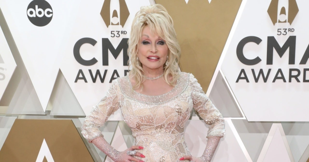Dolly Parton Receives COVID-19 Vaccine After Helping Fund Research.jpg