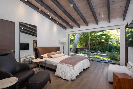 Justin Bieber Home - Bedroom (6)