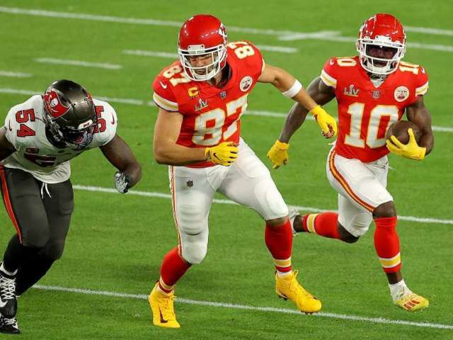 Kansas City Chiefs' Yellow Gloves Confused for Flags by Super Bowl Viewers