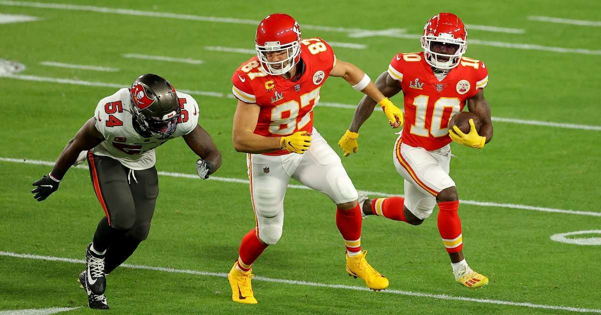 Kansas City Chiefs Yellow gloves confused flags Super Bowl viewers