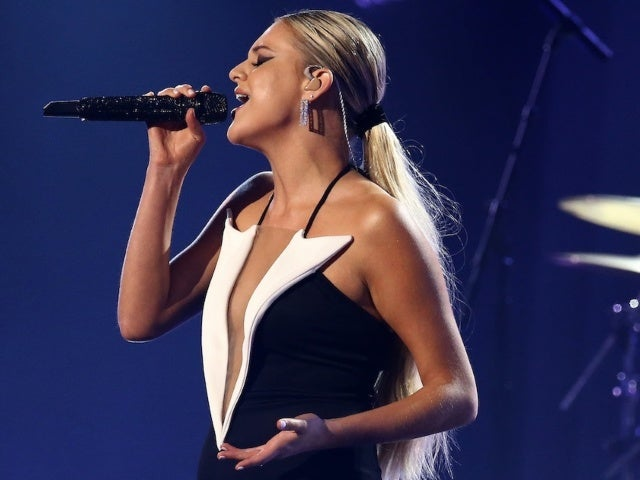 Kelsea Ballerini Earns 6th No. 1 With 'Hole in the Bottle'