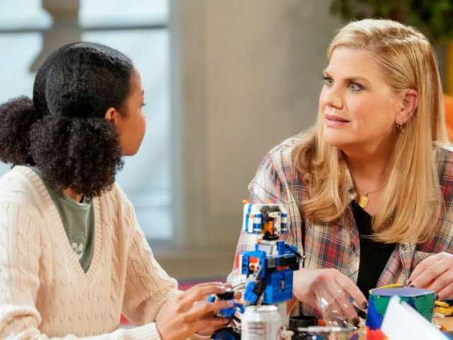 'Mom' Cast's Kristen Johnston Reacts to Cancellation: 'Huge Bummer'
