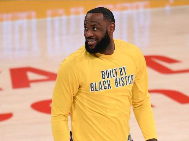 Lebron James Completely Shuts Down 'Stick to Sports' Comment From Zlatan Ibrahimovic