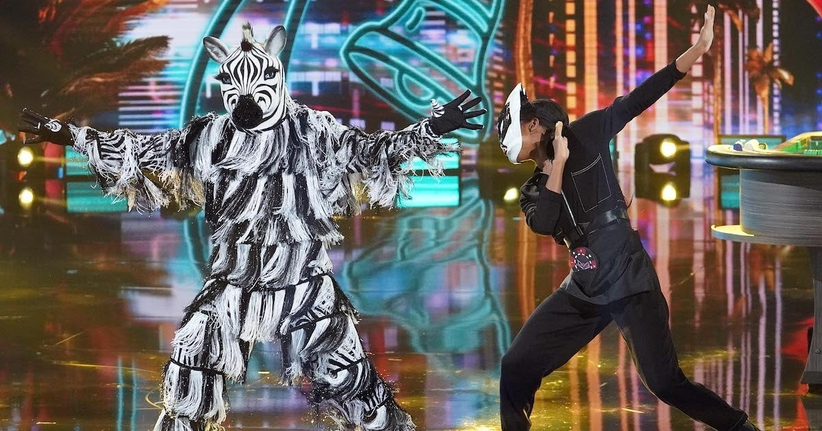 masked-dancer-zebra-oscar-de-la-hoya