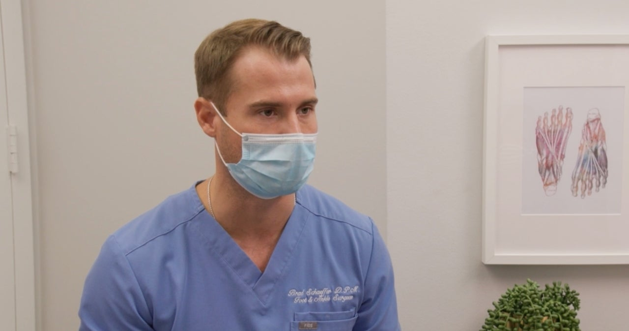 'My Feet Are Killing Me': Dr. Brad Schaeffer Treats Woman Embarrassed of Her Painful Feet for Years in Exclusive Sneak Peek.jpg