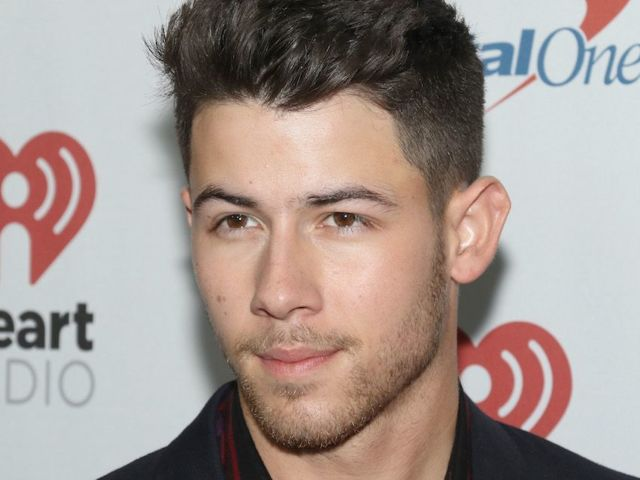 'SNL': Nick Jonas Graciously Greets Every Fan Outside His Hotel Amid Rehearsals