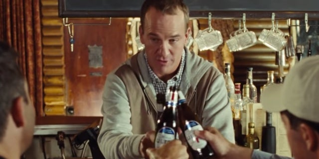 peyton-manning-super-bowl-commercial-michelob-ultra