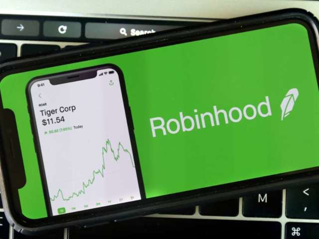 Parents of Man Who Died Thinking He Lost More Than $730K Sues Robinhood App After His Suicide
