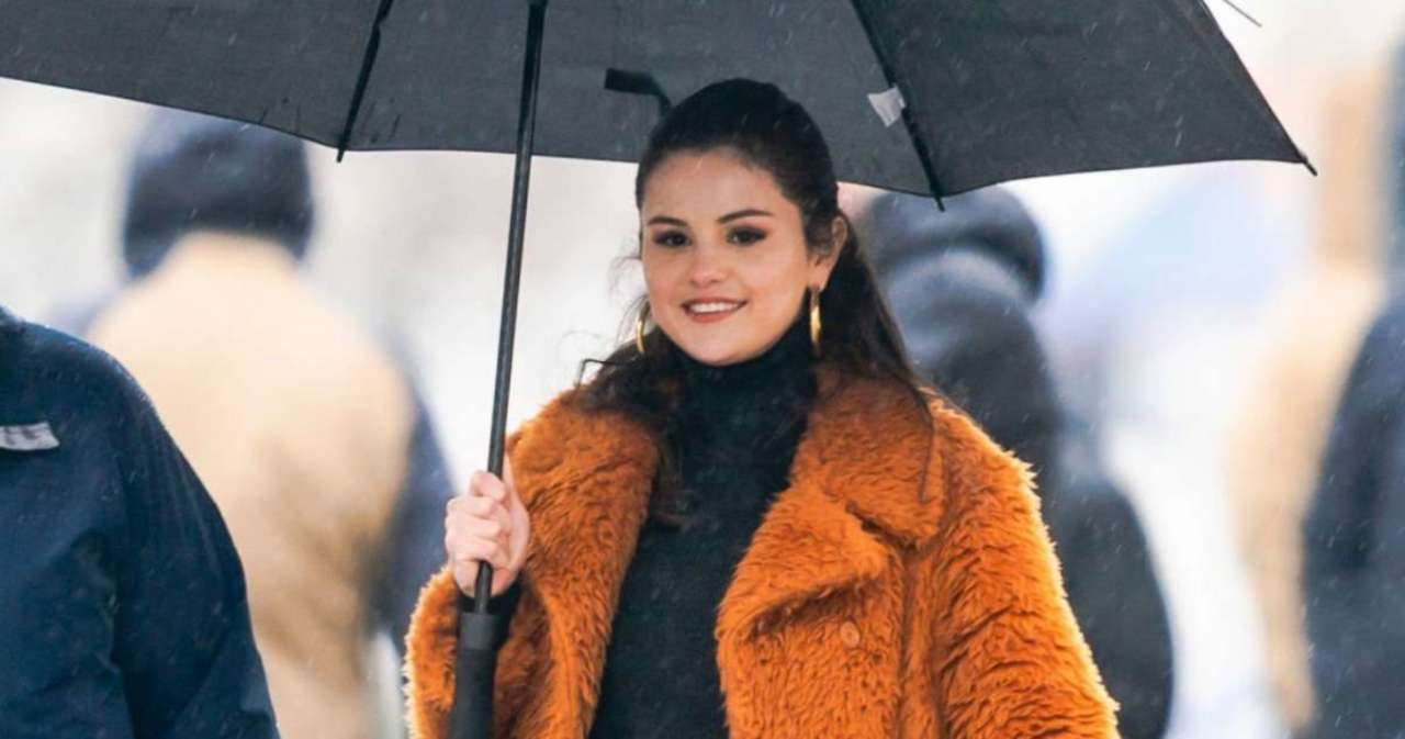 Selena Gomez Almost Caught Her Kitchen on Fire in 'Selena + Chef' Episode.jpg