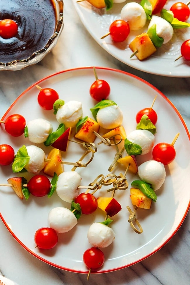 Simple-Caprese-Skewers-with-Balsamic-Dipping-Sauce-recipe-1