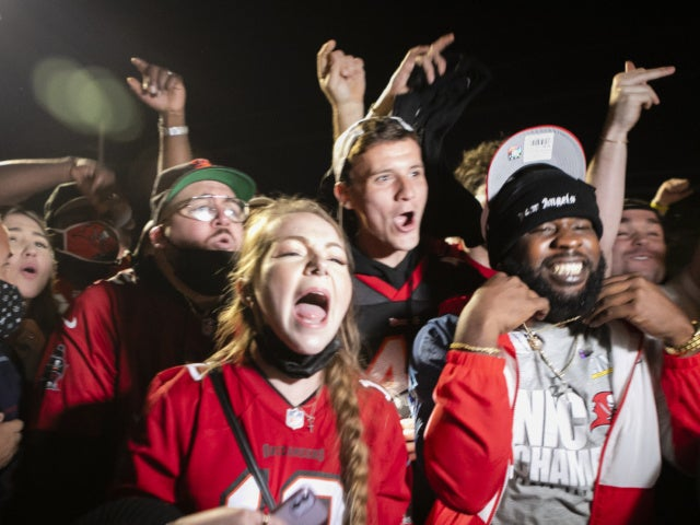 Mostly Maskless Buccaneers Fans Celebrate Super Bowl Win, Draw Backlash