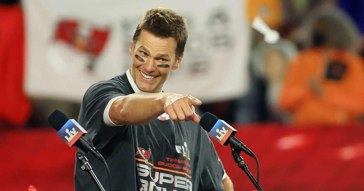 Tom Brady claps back critics social media post