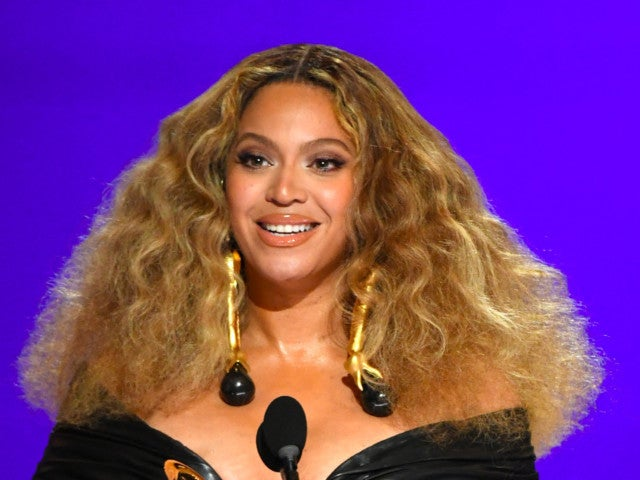 Beyonce's Mom Tina Knowles Makes Correction to Daughter's Grammys Speech