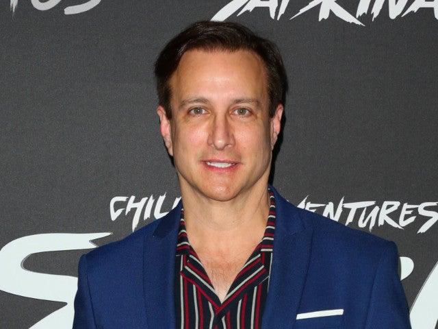 'Perfect Strangers' Actor Bronson Pinchot Unveils 60-Pound Weight Loss Transformation in Quarantine