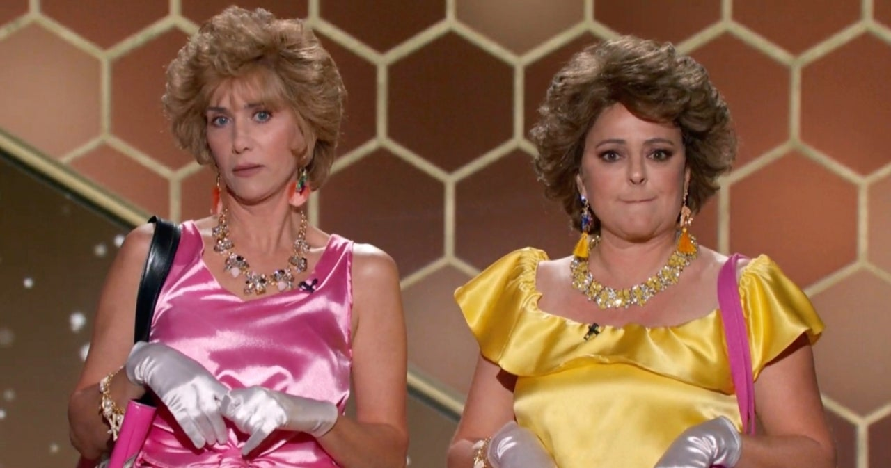 Golden Globes: Kristen Wiig and Annie Mumolo Reprise 'Barb and Star' Characters and Social Media Loses It.jpg