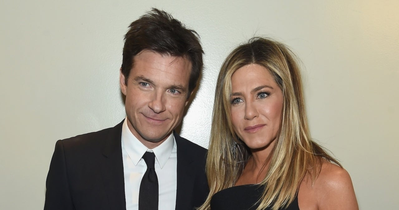 Jennifer Aniston Reveals She Let Jason Bateman Use Her House as His Golden Globes Background.jpg