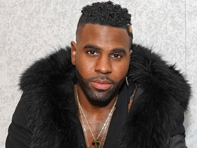 Jason Derulo and Jena Frumes Announce Pregnancy in Beachside Post
