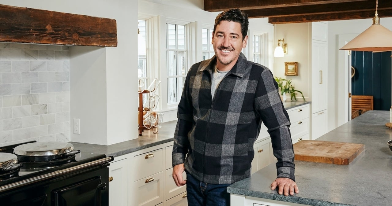 Jonathan Knight of New Kids on the Block Talks the 'Delicate Balance' of New HGTV Show 'Farmhouse Fixer' (Exclusive).jpg