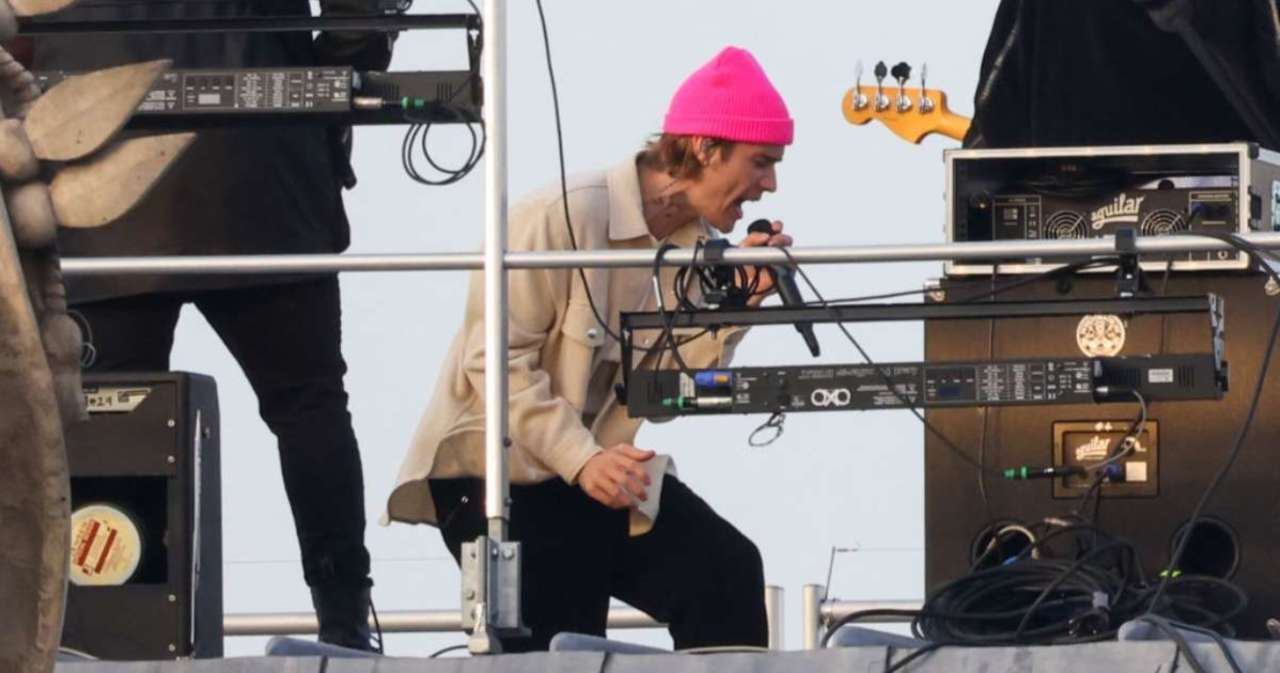 Justin Bieber Spotted Filming Music Video on Paris Rooftop.jpg