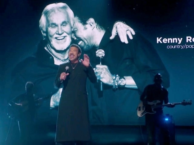 Lionel Richie Honors Kenny Rogers With Grammys Performance of 'Lady'