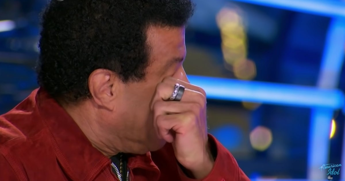 Lionel Richie crying