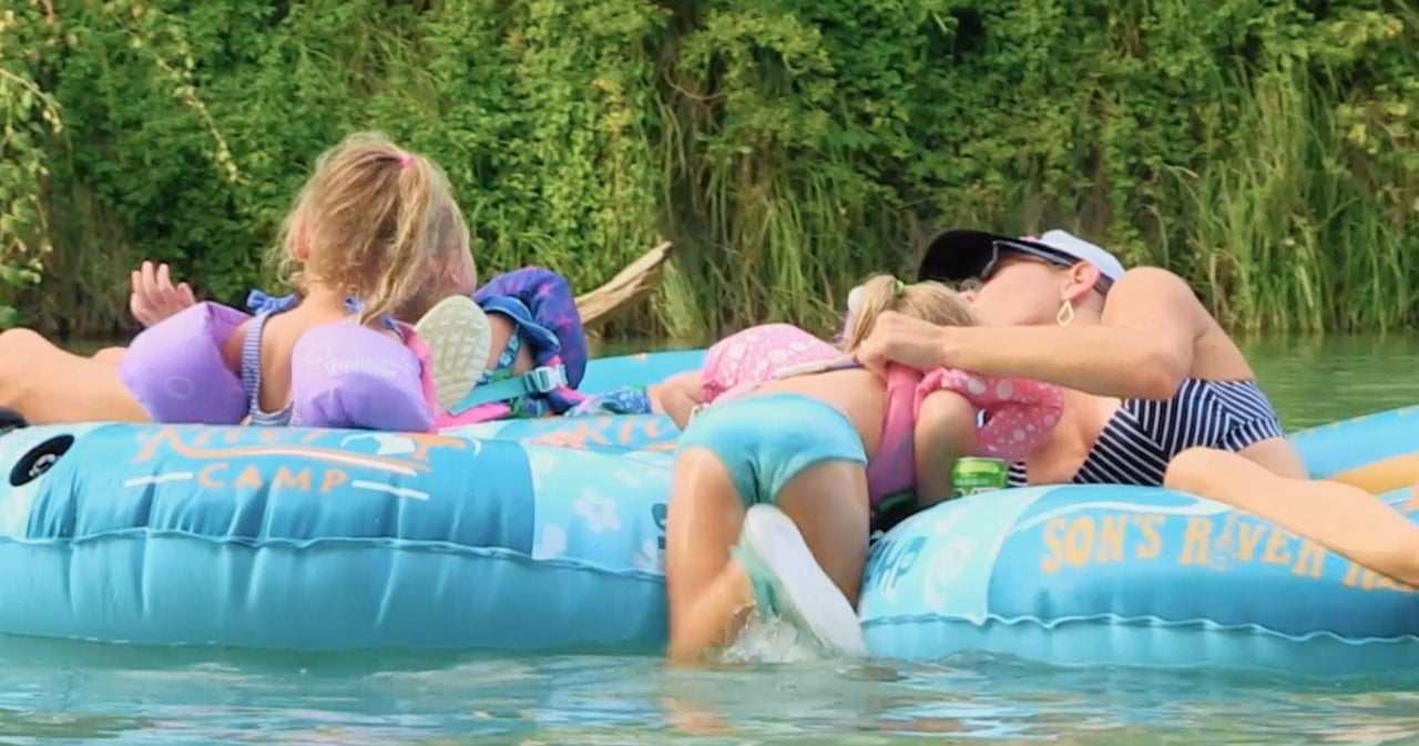 'OutDaughtered': Busby Family Gets a Snake Scare During River Adventure in Exclusive Sneak Peek.jpg