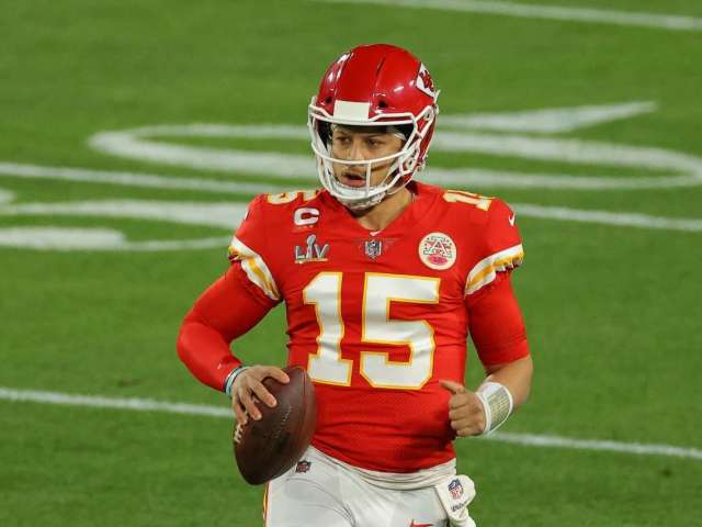 Patrick Mahomes Shares Tender New Photo of 1-Month-Old Daughter Sterling