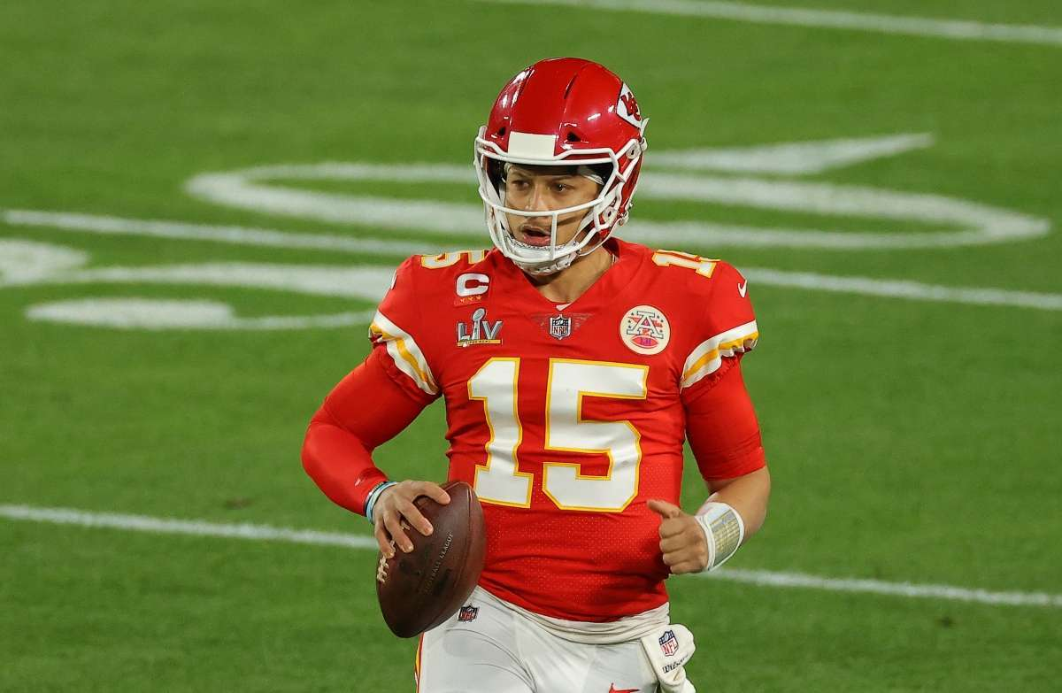 Patrick Mahomes shares tender new photo 1 month old daughter sterling
