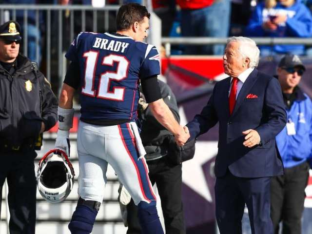 Patriots Owner Robert Kraft Reacts to Tom Brady's Super Bowl Win