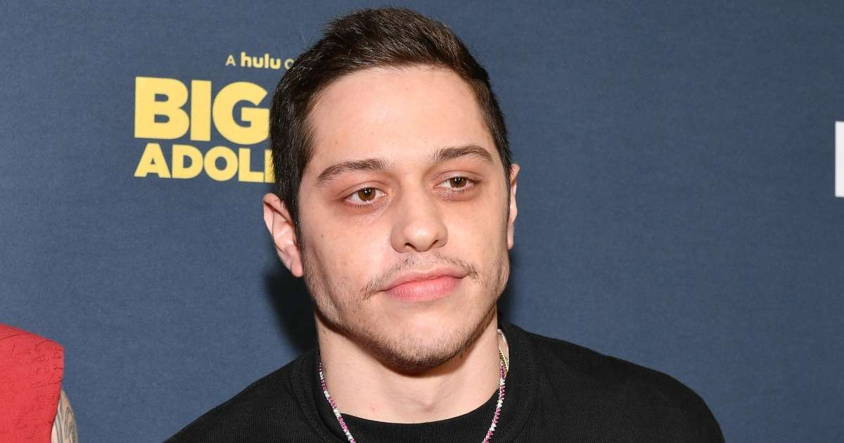Pete Davidson to call major boxing match Snoop Dogg