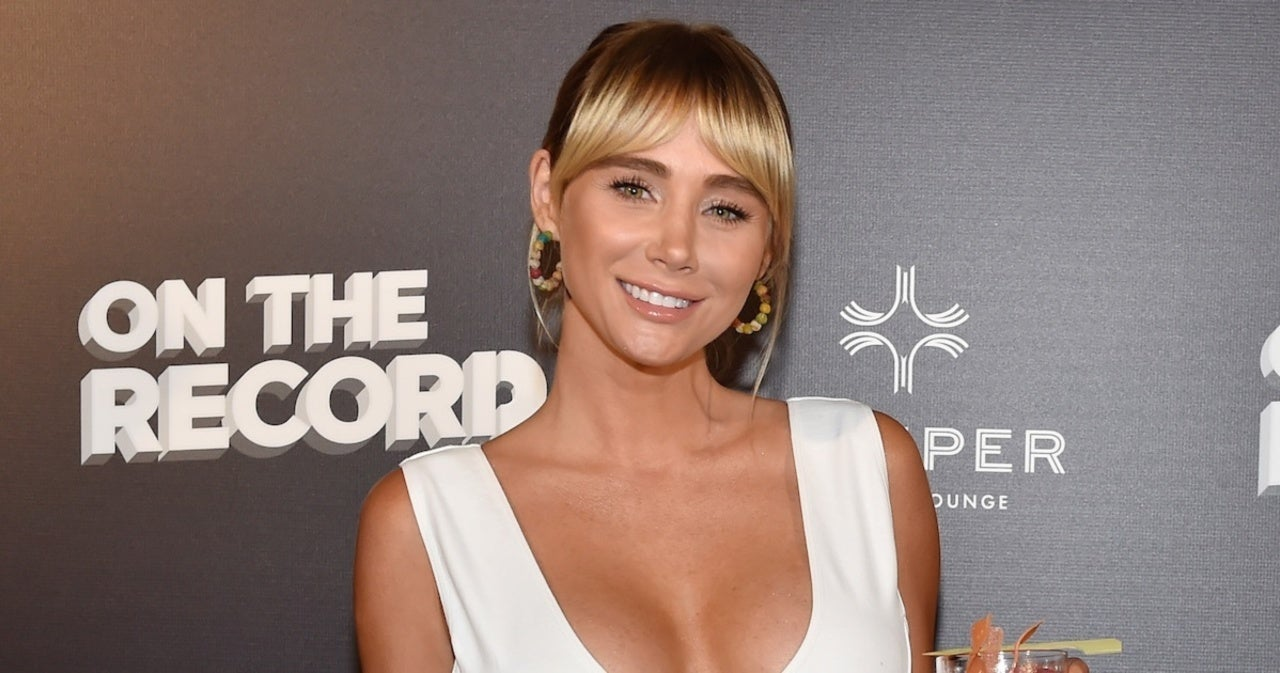 Sara Underwood Magically Changes From Nightwear to Cocktail Dress in New Video.jpg