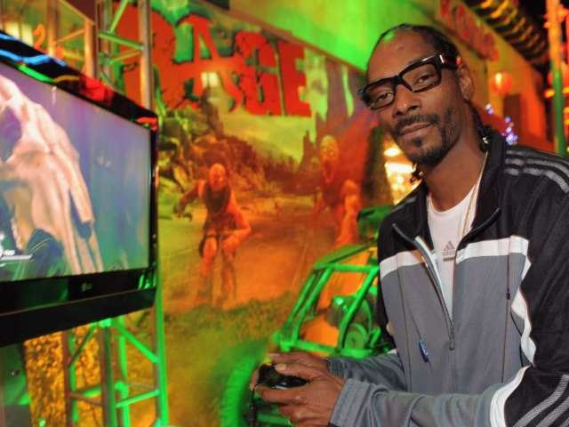Snoop Dogg Angrily Quits Twitch During Madden NFL 21 But Forgets to Turn off Stream