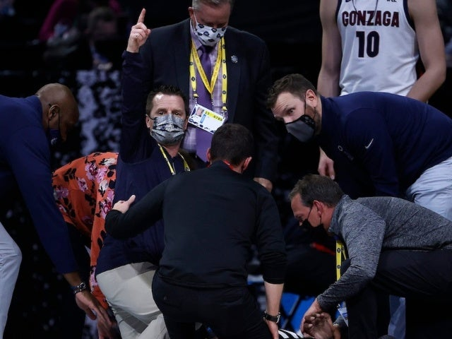 Referee Collapses During Gonzaga-USC March Madness Game