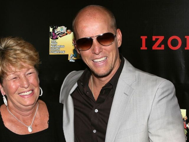 Jim Wahlberg Asks 'Wahlburgers' Fans to Pay Tribute to Mom Alma in This Special Way