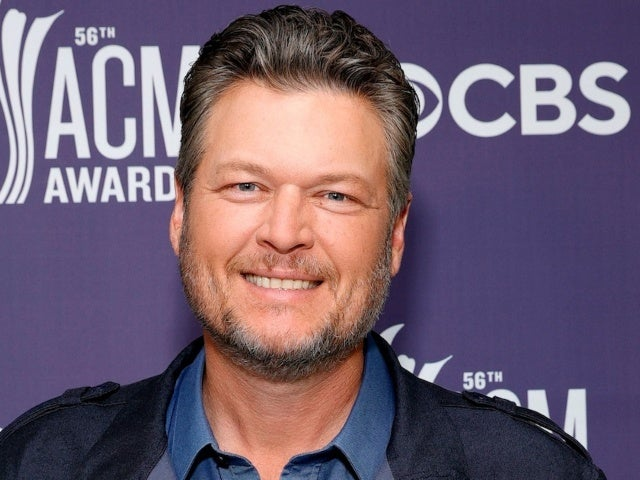 Blake Shelton Keeps His People's Sexiest Man Alive Issue in the Bathroom
