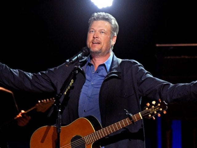 Blake Shelton Dropped in for Surprise Concerts at His Bars This Weekend