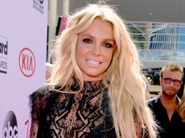 Britney Spears Lights up Social Media With 'Baby Mama' Photo
