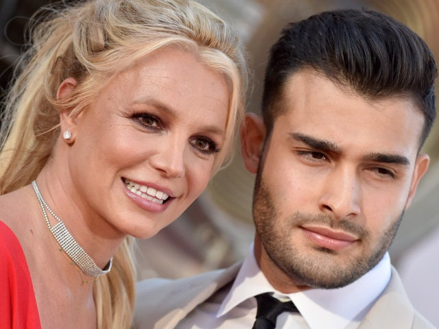 What is Britney Spears 'Red' Announcement Confusing Fans?