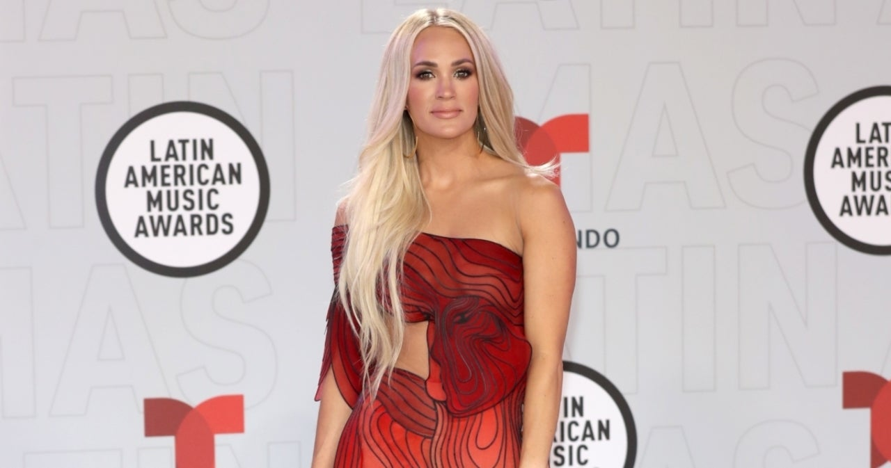 Carrie Underwood's Butterfly Gown Dominates at 2021 Latin AMAs.jpg