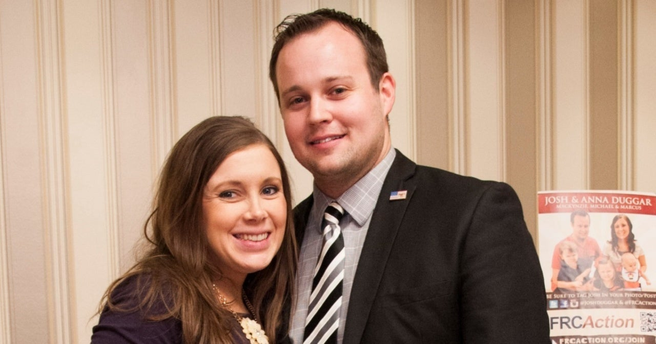 Josh Duggar's Wife Allegedly Shares Photo of Him and Their Son Despite Child Pornography Charges.jpg