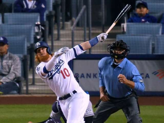Watch: Justin Turner Hits Home Run Directly Into Fan's Nachos