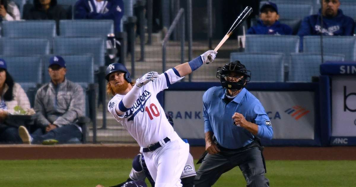 Justin Turner hits home run into fans nachos