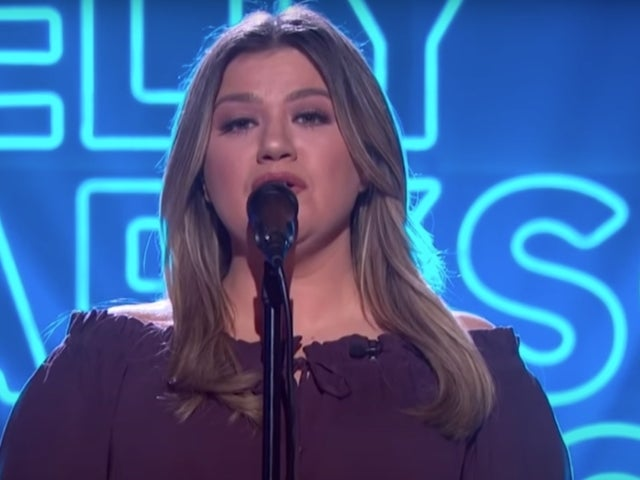 Kelly Clarkson Takes on Patsy Cline's 'She's Got You'