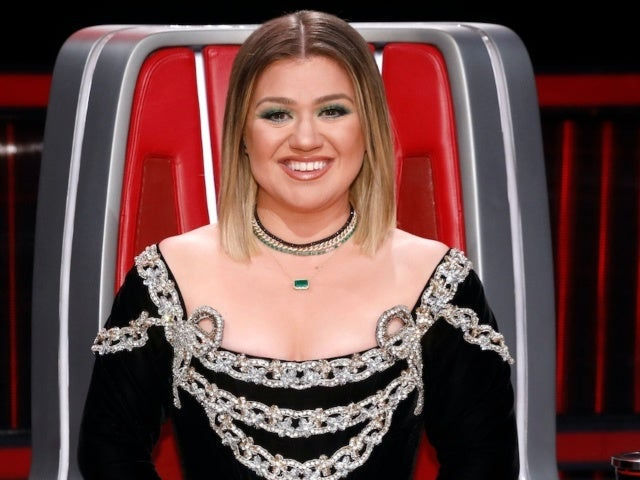 'The Voice': Kelly Clarkson Brought to Tears Over Emotional Performance of Her Own Song