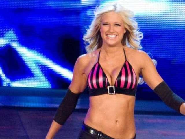 WWE's Kelly Kelly Just Got Married