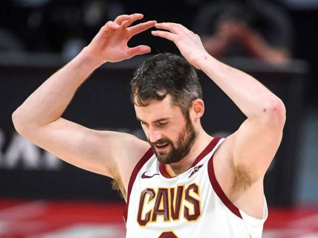 Cavaliers' Kevin Love Under Fire After Handing 3-Pointer to Raptors