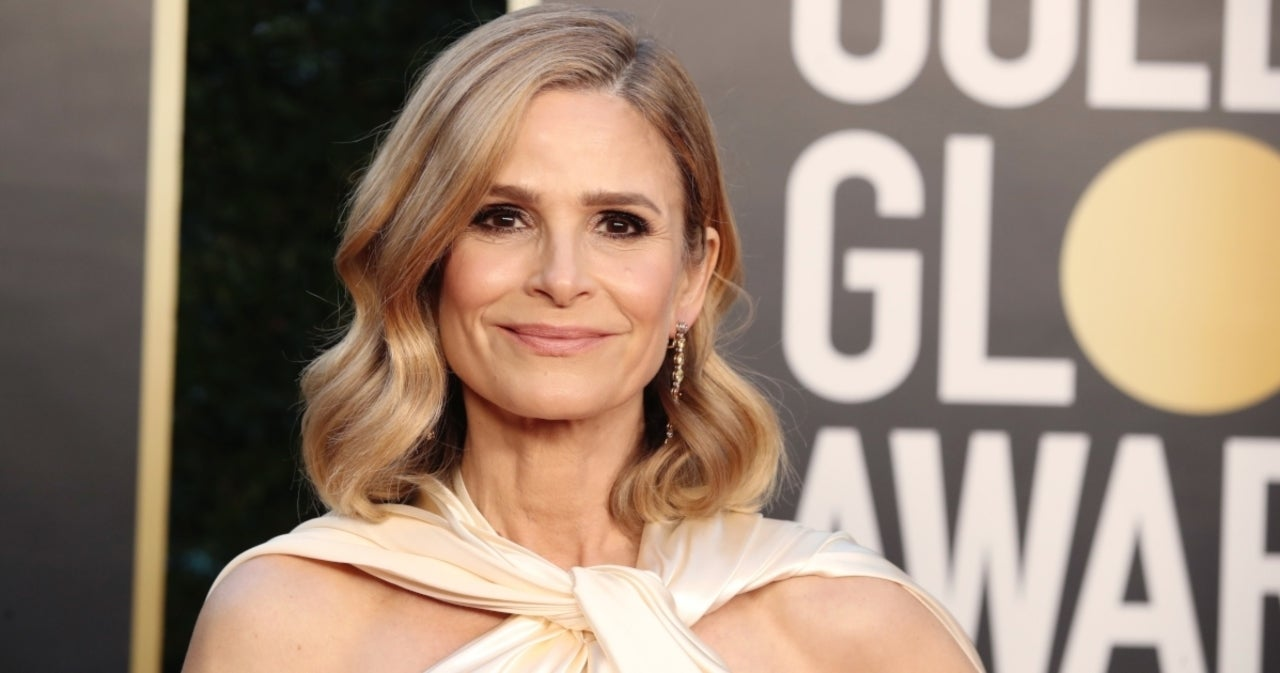 Kyra Sedgwick Recalls the Awkward Time at Tom Cruise's House When She Pushed the 'Panic Button'.jpg