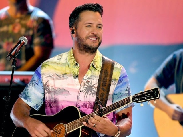 Luke Bryan Has Been Forgetting the Words to His Songs 'Quite a Bit'