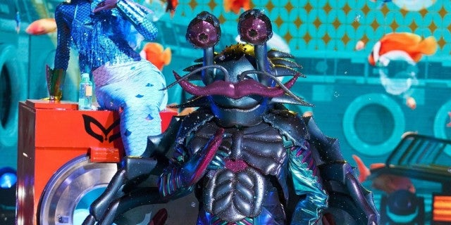 masked-singer-the-crab-fox