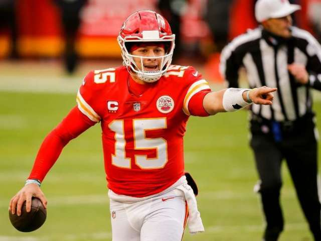 Patrick Mahomes Shares Update on Injured Foot